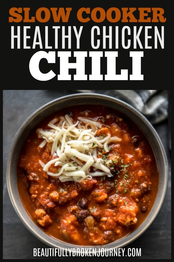 This Slow Cooker Healthy Chicken Chili is an easy recipe that is big on flavor and the perfect bowl of comfort food when it's cold outside! #chili #slowcooker #chickenchili #groundchicken #fallrecipes #easyrecipes