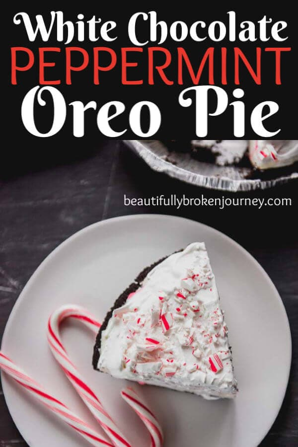 This White Chocolate Oreo Peppermint Oreo Pie is the perfect holiday dessert with a delicious flavor everyone is sure to love! @spreadphilly