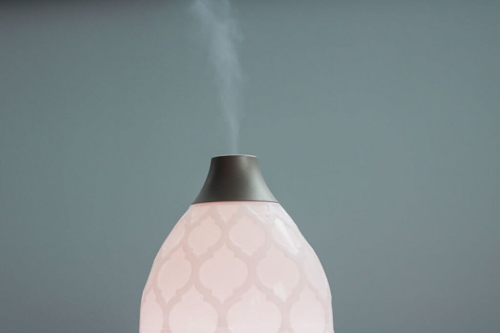 diffuser with oils diffusing